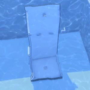 どぼーーん。実は他にも色々な物をプールに沈めて遊んでました。