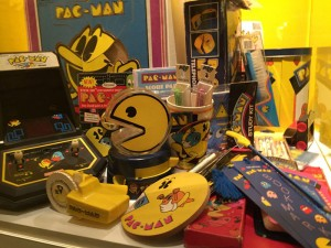 さらに、奥にはパックマンコーナーも。レトロゲームファン垂涎のパックマングッズの数々!ほ、欲すぃぃ!